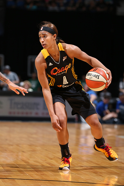 MINNEAPOLIS, MN - JUNE 5:  Skylar Diggins #4 of the Tulsa Shock handles the ball against the Minnesota Lynx during the season opener of their WNBA game on June 5, 2015 at Target Center in Minneapolis, Minnesota. NOTE TO USER: User expressly acknowledges and agrees that, by downloading and or using this Photograph, user is consenting to the terms and conditions of the Getty Images License Agreement. Mandatory Copyright Notice: Copyright 2015 NBAE (Photo by David Sherman/NBAE via Getty Images)