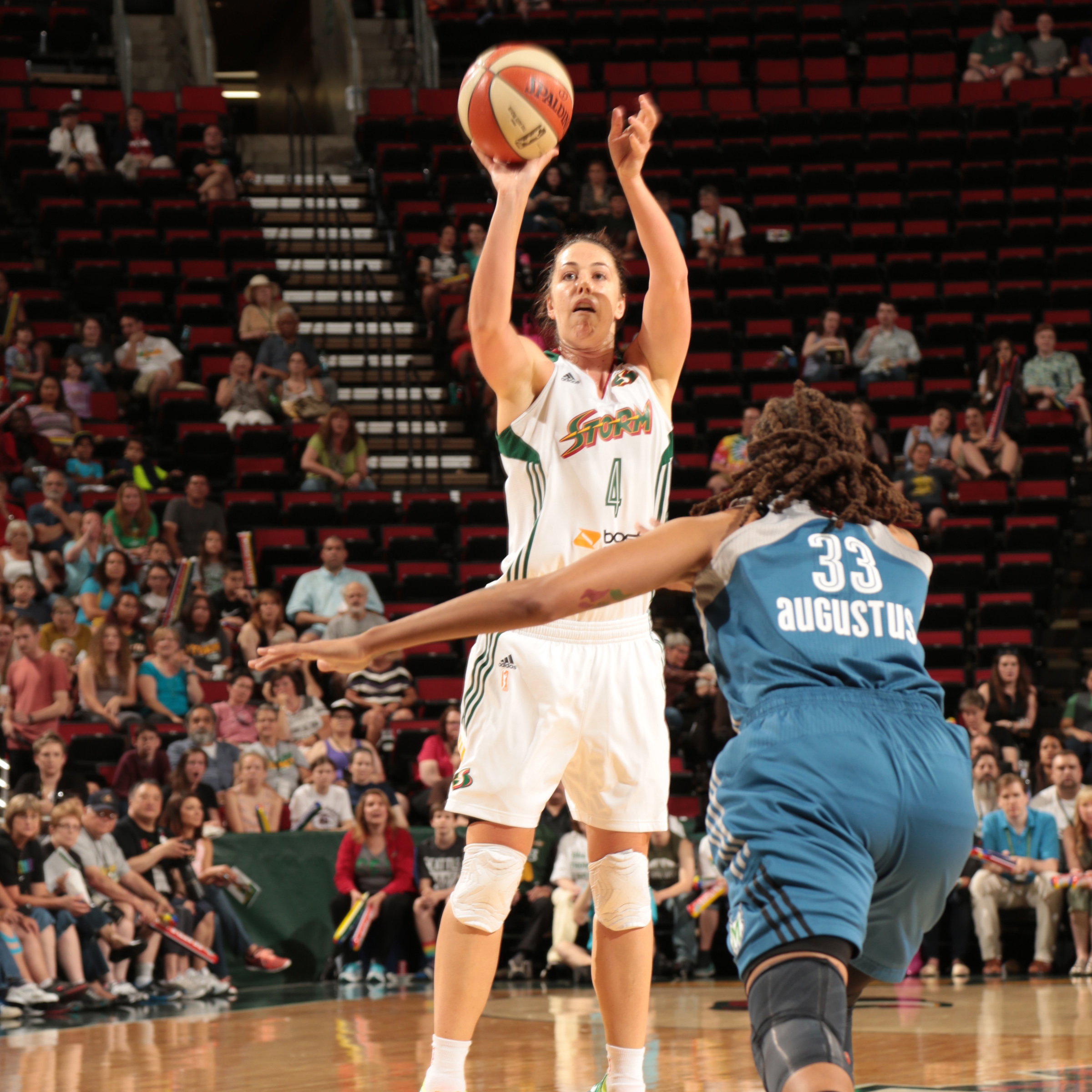 Storm guard Jenna O'Hea led Seattle, scoring 17 points in the loss.