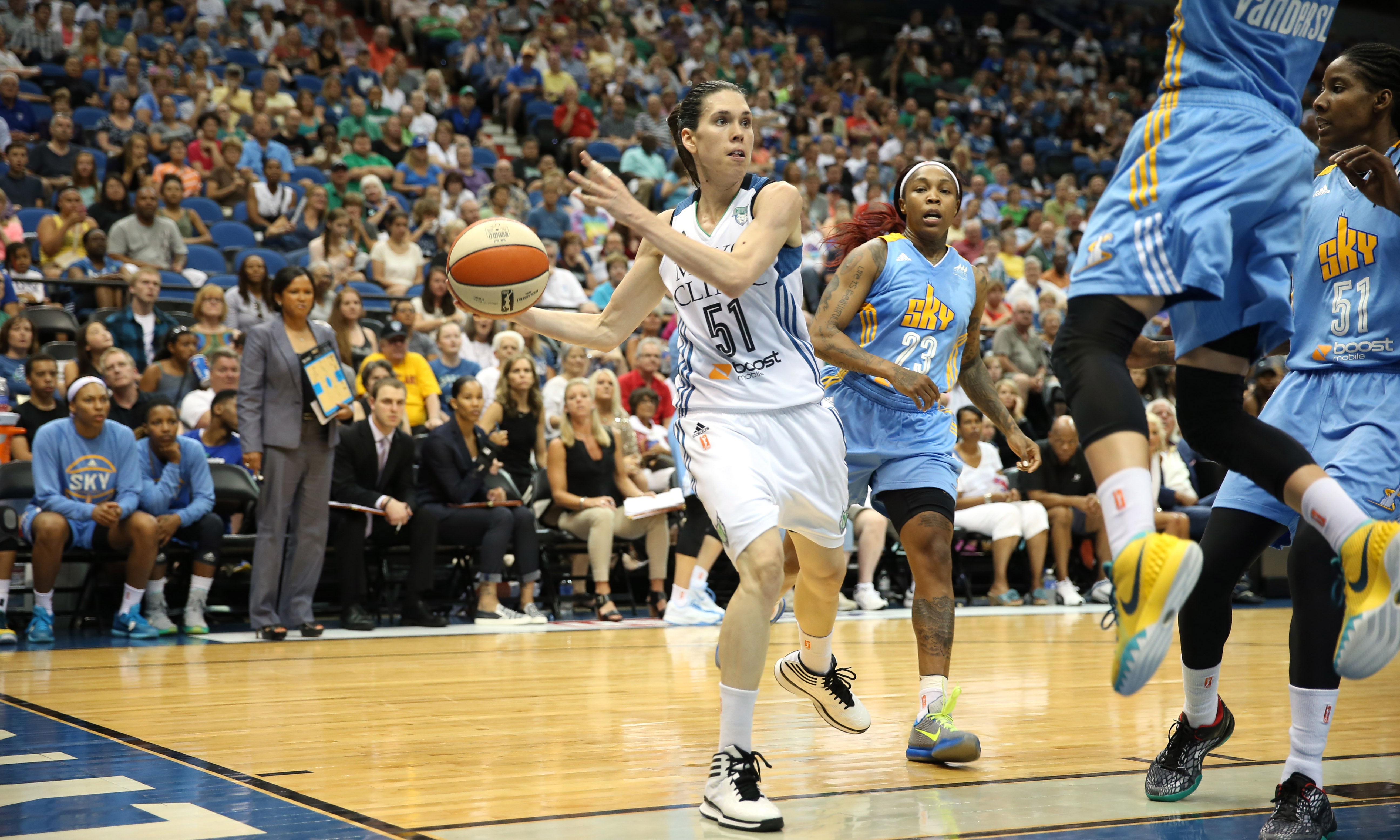 Lyx guard Anna Cruz was a huge reason for the Lynx victory last night. Starting in place of the injured Seimone Augustus, Cruz finished with 16 points, eight rebounds and five assists.