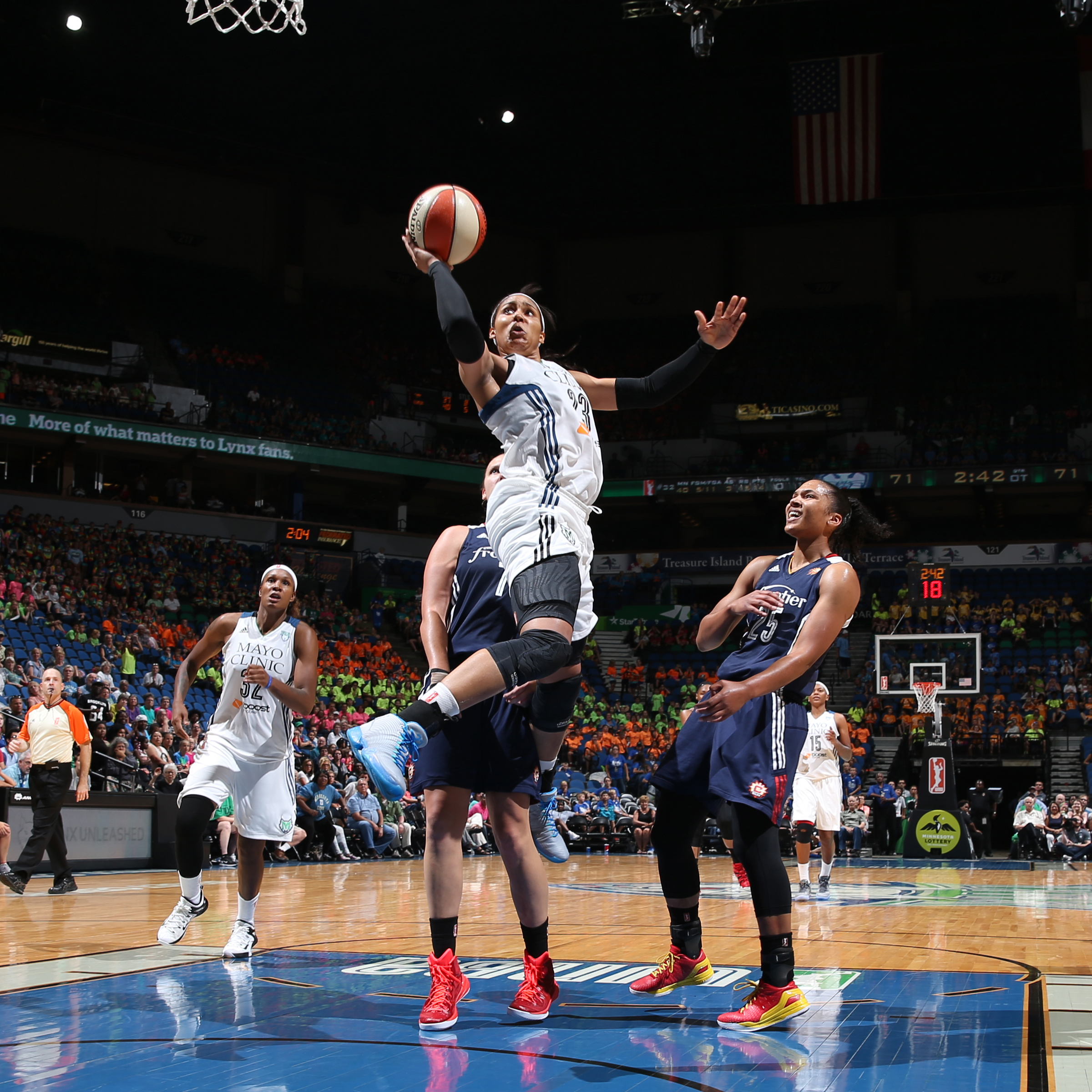 MINNEAPOLIS, MN - JULY 22: Maya Moore #23 of the Minnesota Lynx shoots against the Connecticut Sun on July 22, 2015 at Target Center in Minneapolis, Minnesota. NOTE TO USER: User expressly acknowledges and agrees that, by downloading and or using this Photograph, user is consenting to the terms and conditions of the Getty Images License Agreement. Mandatory Copyright Notice: Copyright 2015 NBAE (Photo by David Sherman/NBAE via Getty Images)