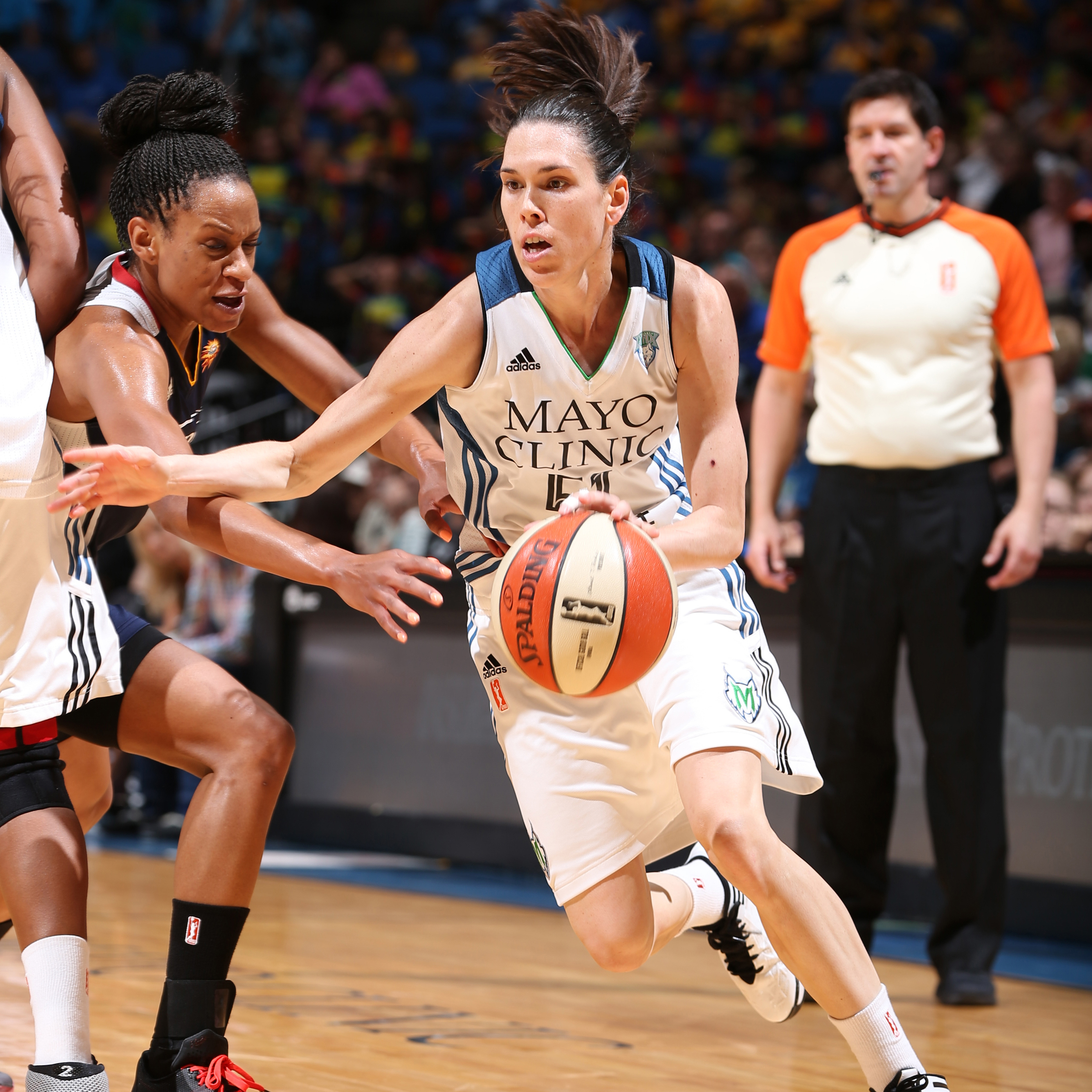 MINNEAPOLIS, MN - JULY 22: Anna Cruz #51 of the Minnesota Lynx drives against the Connecticut Sun on July 22, 2015 at Target Center in Minneapolis, Minnesota. NOTE TO USER: User expressly acknowledges and agrees that, by downloading and or using this Photograph, user is consenting to the terms and conditions of the Getty Images License Agreement. Mandatory Copyright Notice: Copyright 2015 NBAE (Photo by David Sherman/NBAE via Getty Images)