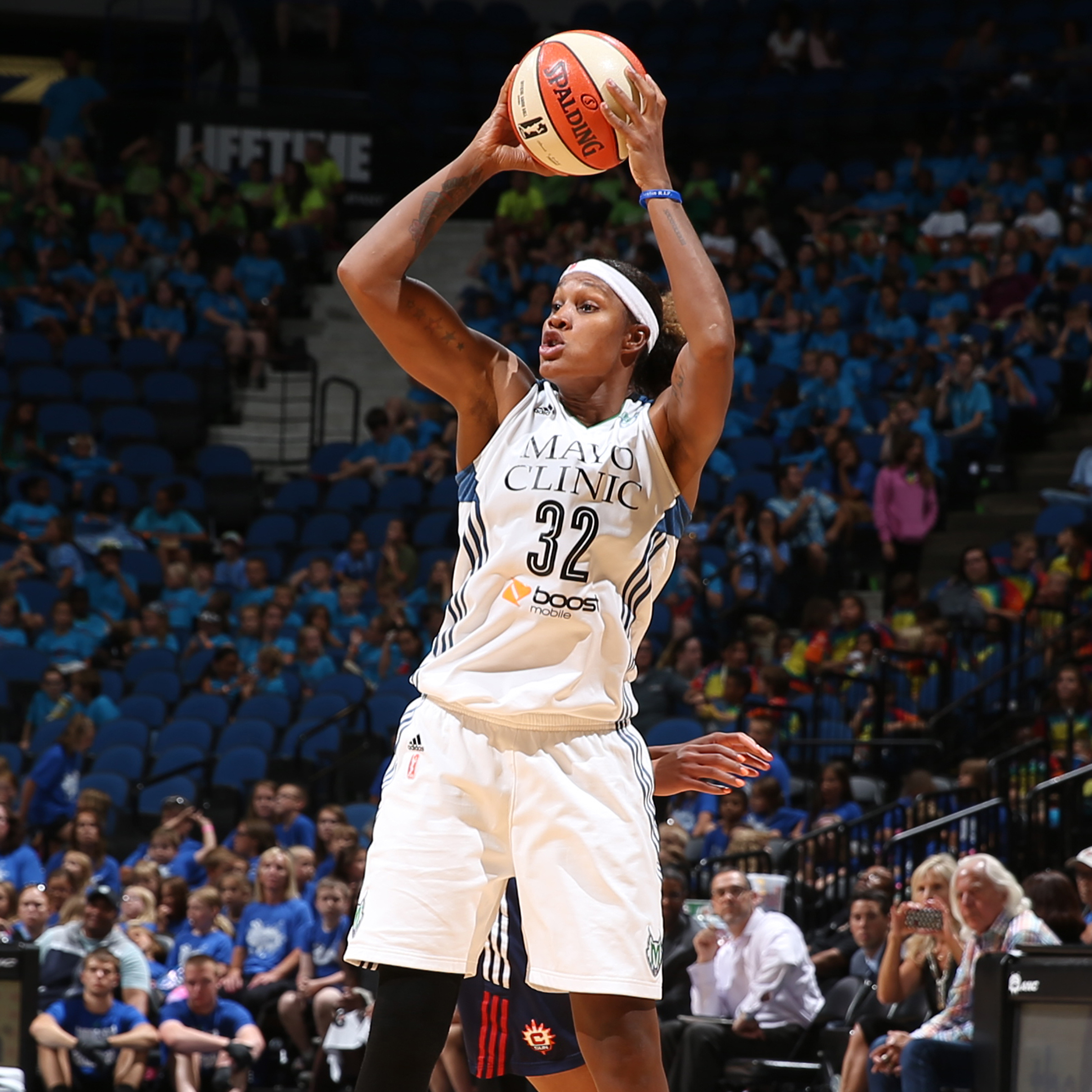 MINNEAPOLIS, MN - JULY 22: Rebekkah Brunson #32 of the Minnesota Lynx shoots against the Connecticut Sun on July 22, 2015 at Target Center in Minneapolis, Minnesota. NOTE TO USER: User expressly acknowledges and agrees that, by downloading and or using this Photograph, user is consenting to the terms and conditions of the Getty Images License Agreement. Mandatory Copyright Notice: Copyright 2015 NBAE (Photo by David Sherman/NBAE via Getty Images)