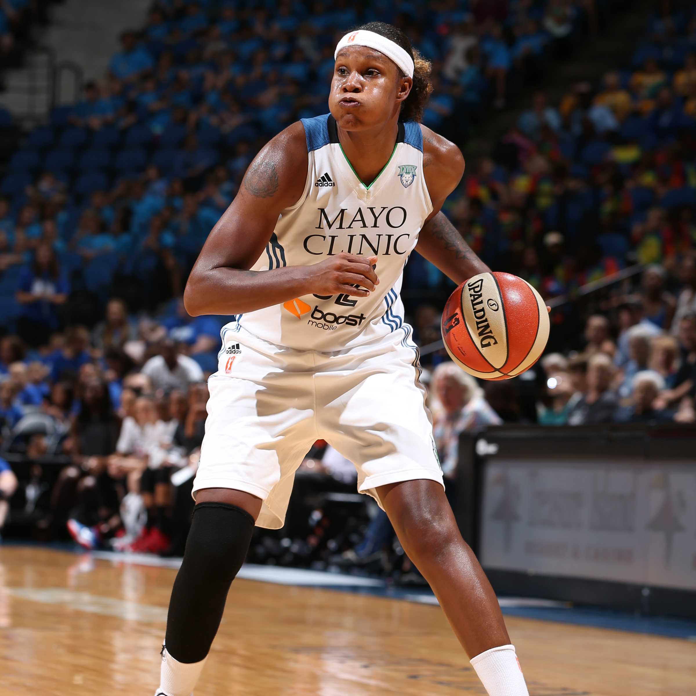 MINNEAPOLIS, MN - JULY 22: Rebekkah Brunson #32 of the Minnesota Lynx handles the ball against the Connecticut Sun on July 22, 2015 at Target Center in Minneapolis, Minnesota. NOTE TO USER: User expressly acknowledges and agrees that, by downloading and or using this Photograph, user is consenting to the terms and conditions of the Getty Images License Agreement. Mandatory Copyright Notice: Copyright 2015 NBAE (Photo by David Sherman/NBAE via Getty Images)