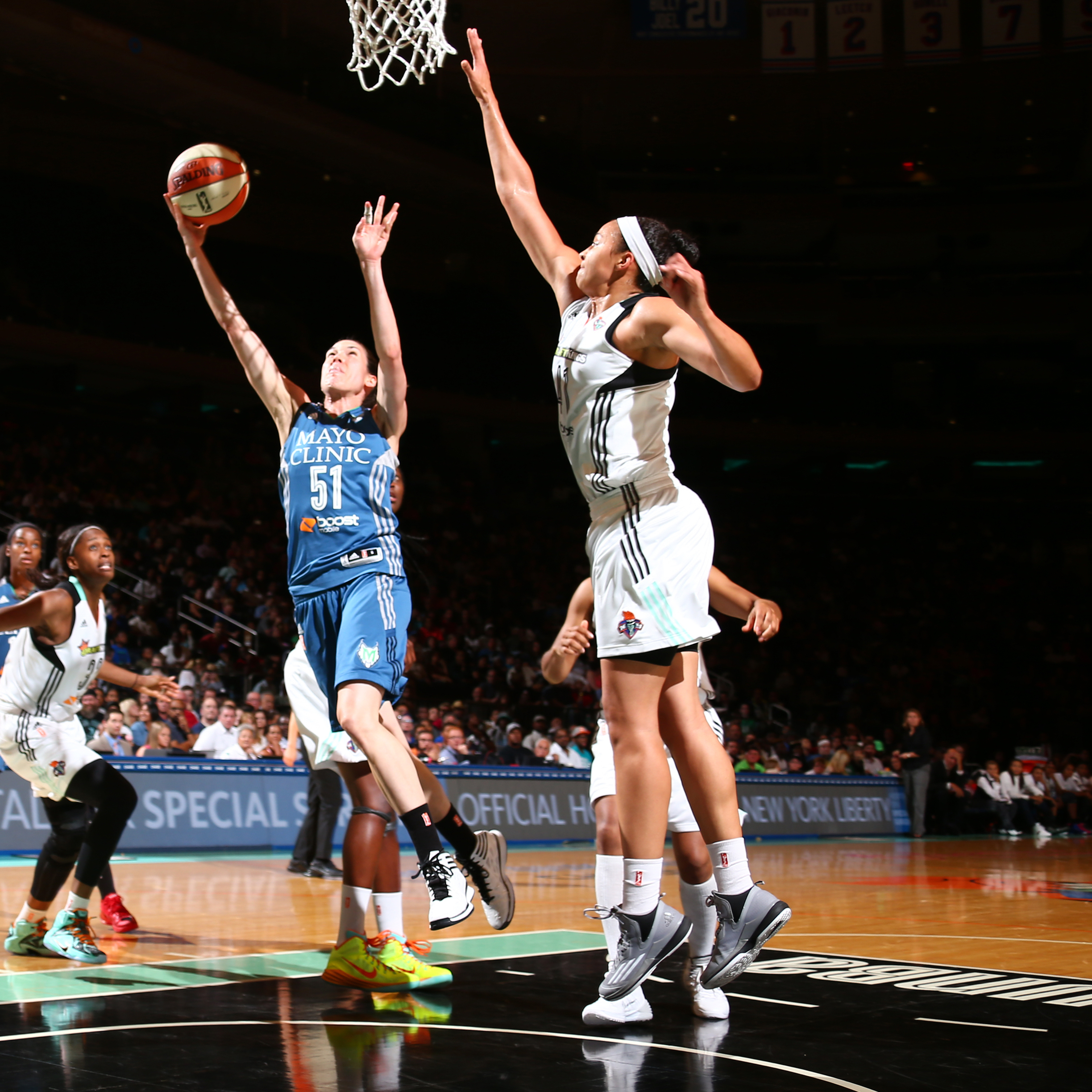 Lynx guard Anna Cruz had a rather quiet night herself, putting up just four points, three assists and a steal in Minnesota's loss.