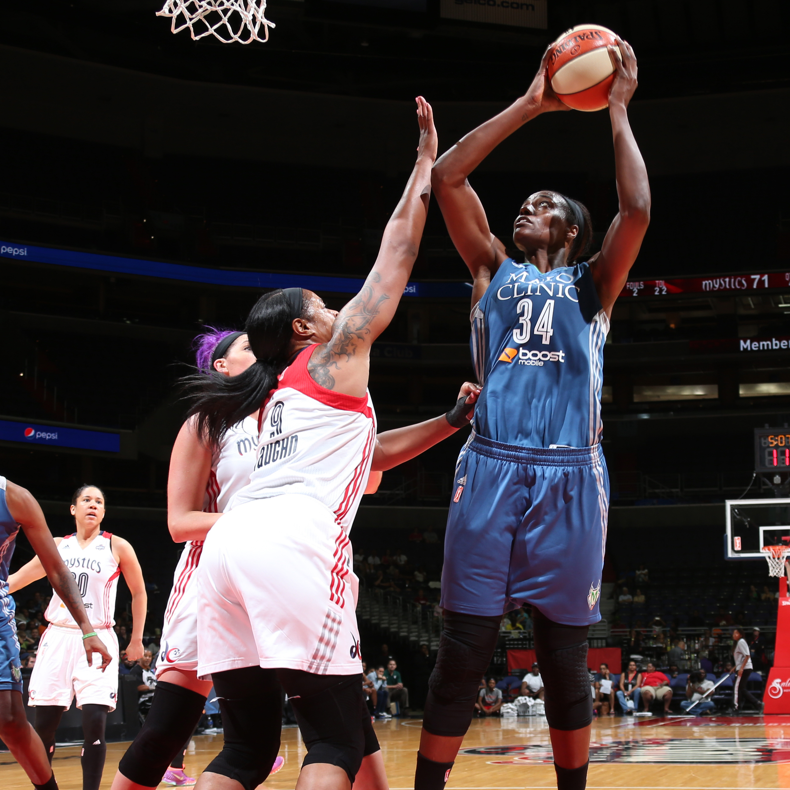 Lynx center Sylvia Fowles had a great game against the Mystics notching a double-double, finishing with 15 points and 1 rebounds.