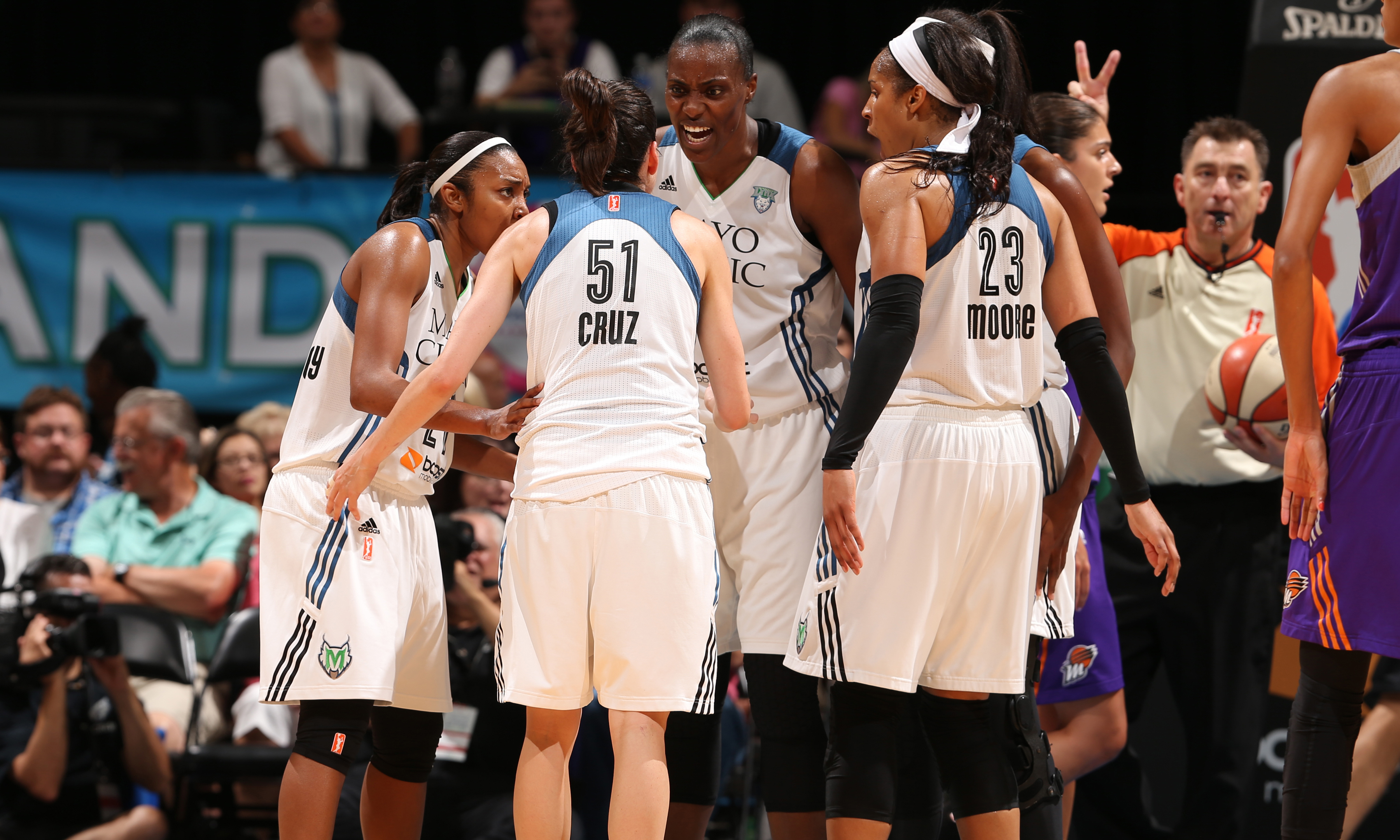 The Minnesota Lynx, despite being shorthanded once again, defeated the Phoenix Mercury Sunday night 71-61, extending their lead iover the Mercury the Western Conference to three games with just four games left to play.