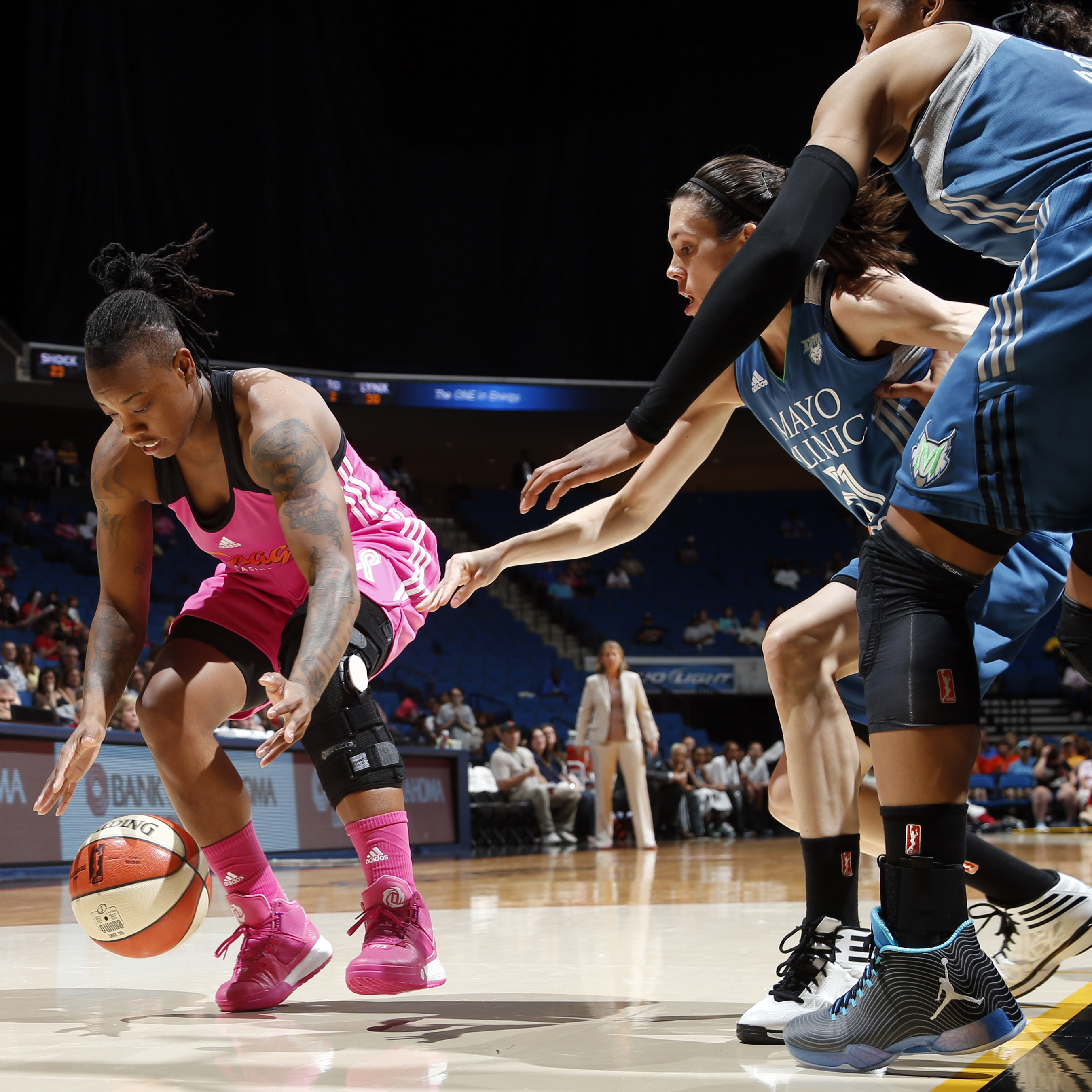 Shock guard Riquna Williams had a fantastic night against the Lynx, pouring in a game-high 35 points on 11-of-23 shooting (48 percent) to go with her two steals and two blocks.