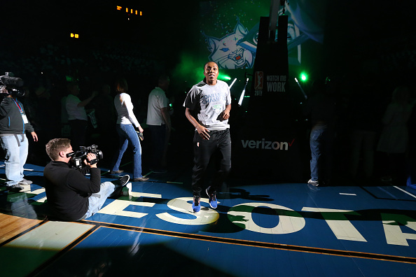 MINNEAPOLIS, MN - MAY 14: Renee Montgomery #21 of the Minnesota Lynx gets introduced for her 2015 Championship Ring before the game against the Phoenix Mercury during the WNBA game on May 14, 2016 at Target Center in Minneapolis, Minnesota. NOTE TO USER: User expressly acknowledges and agrees that, by downloading and or using this Photograph, user is consenting to the terms and conditions of the Getty Images License Agreement. Mandatory Copyright Notice: Copyright 2016 NBAE (Photo by David Sherman/NBAE via Getty Images)