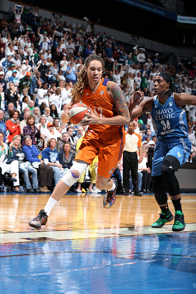 MINNEAPOLIS, MN - MAY 14: Brittney Griner #42 of the Phoenix Mercury drives to the basket during the game against the Minnesota Lynx during the WNBA game on May 14, 2016 at Target Center in Minneapolis, Minnesota. NOTE TO USER: User expressly acknowledges and agrees that, by downloading and or using this Photograph, user is consenting to the terms and conditions of the Getty Images License Agreement. Mandatory Copyright Notice: Copyright 2016 NBAE (Photo by David Sherman/NBAE via Getty Images)