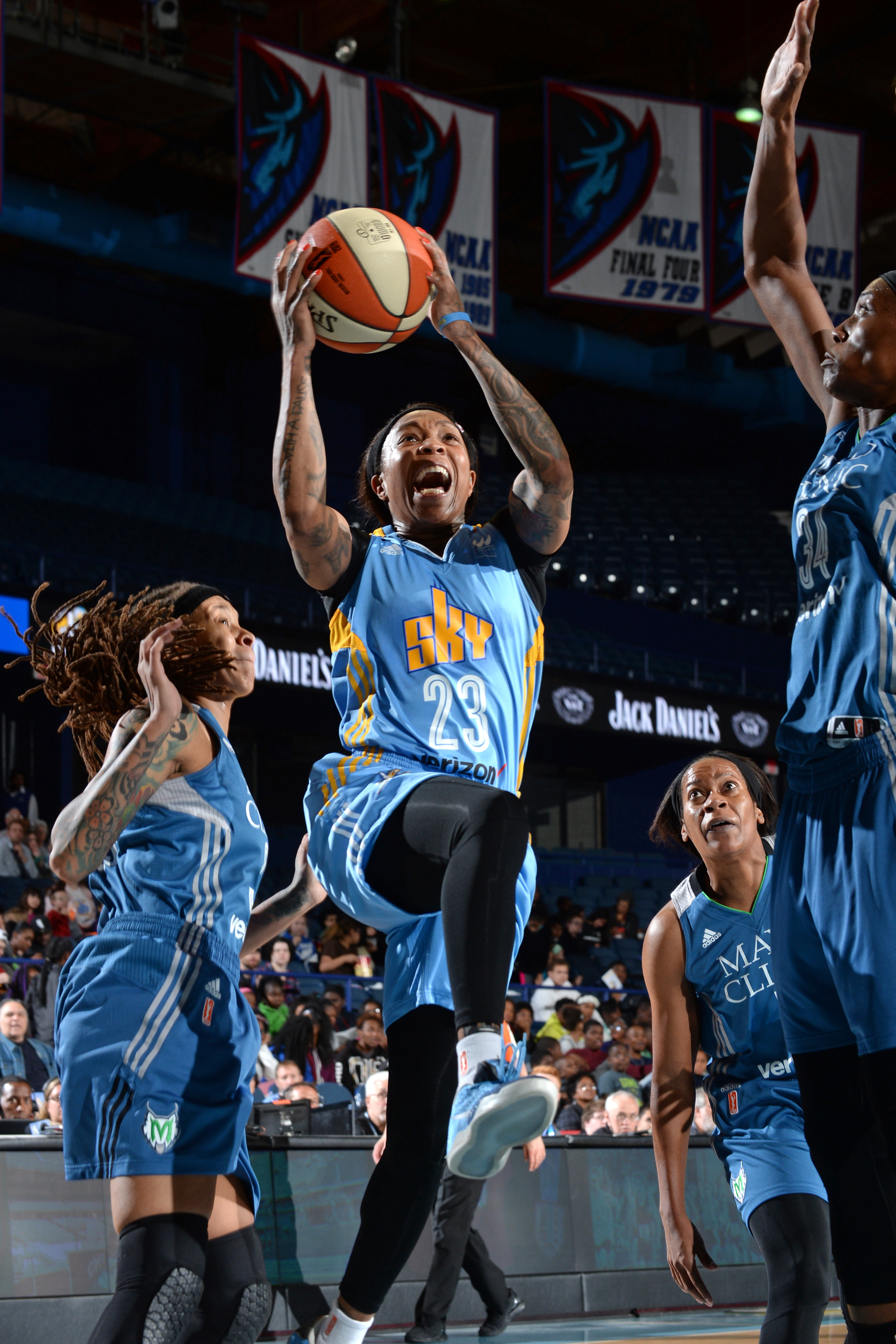 ROSEMONT, IL- MAY 18: Cappie Pondexter #23 of the Chicago Sky drives to the basket against the Minnesota Lynx on May 18, 2016 at the Allstate Arena in Rosemont, Illinois. NOTE TO USER: User expressly acknowledges and agrees that, by downloading and/or using this photograph, user is consenting to the terms and conditions of the Getty Images License Agreement. Mandatory Copyright Notice: Copyright 2016 NBAE (Photo by Randy Belice/NBAE via Getty Images)